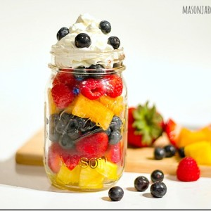 mason-jar-dessert-fruit-salad
