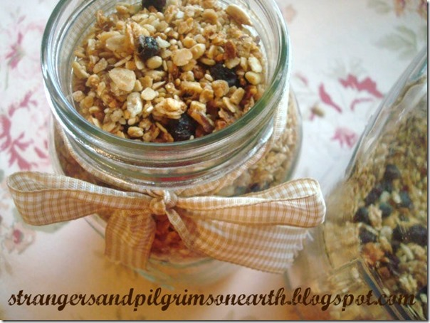 granola-mix-in-jar