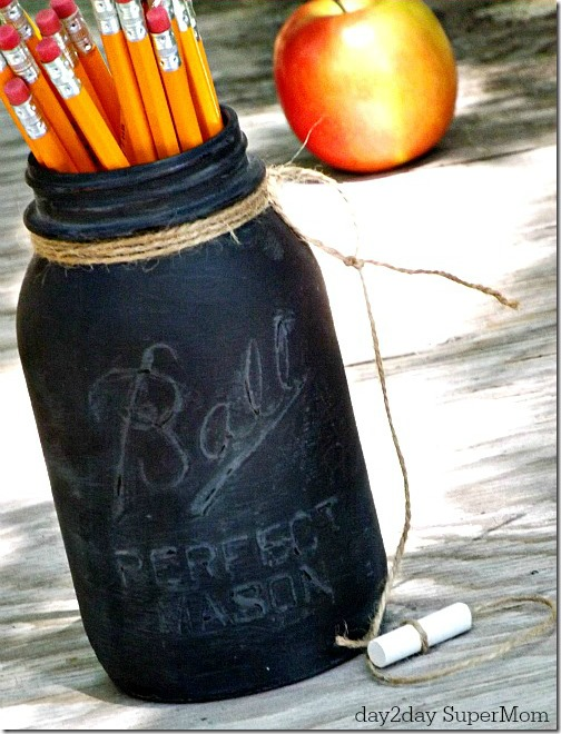 teacher-gift-idea-chalkboard-paint-mason-pencil-holders