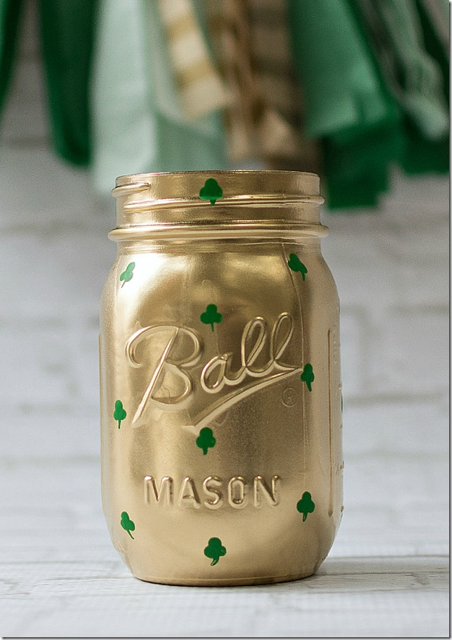 shamrock-mason-jars-st-pats-day-decor-12