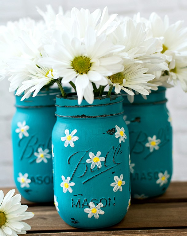 Painted Mason Jar - Daisy Painted Mason Jar - How To Paint a Daisy