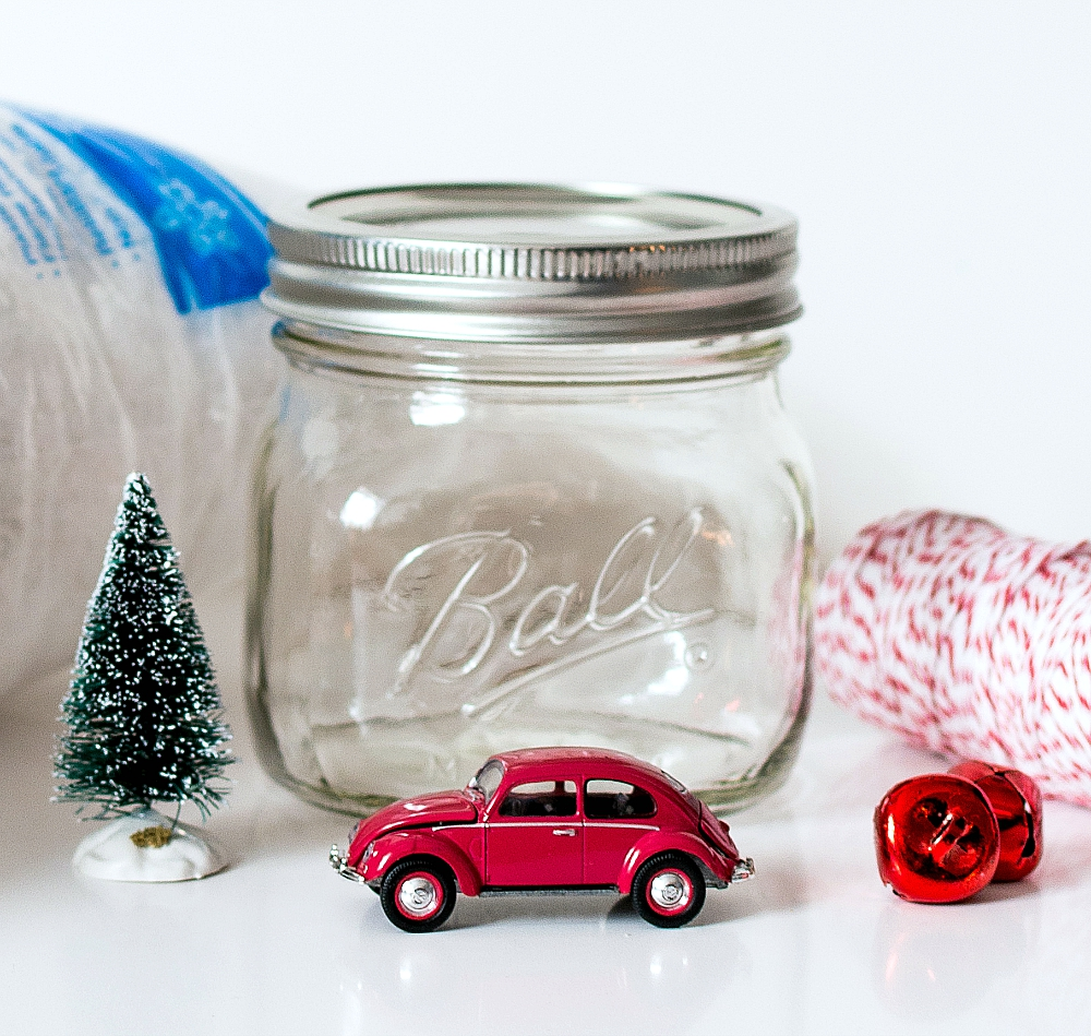 Mason Jar Crafts: Christmas Car In Jar Snow Globe