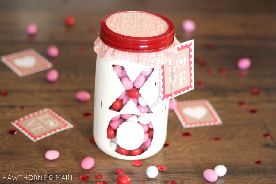 Valentine Mason Jar Gift Idea - Mason Jar Craft Idea for Valentine's Day