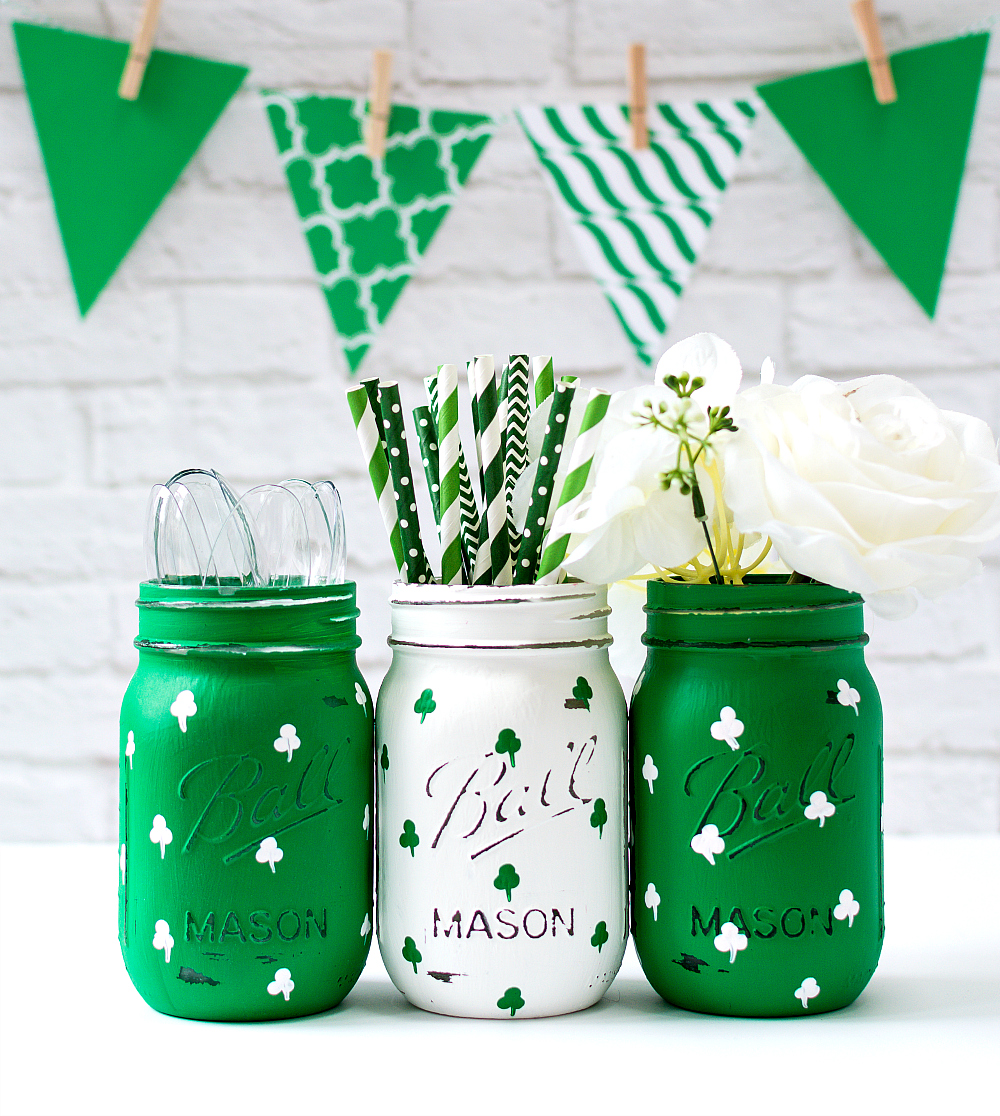 Mason Jar Crafts for St. Patrick's Day: Painted Shamrock Mason Jars