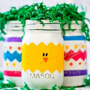 Mason Jar Craft for Easter: Painted Chick Mason Jar