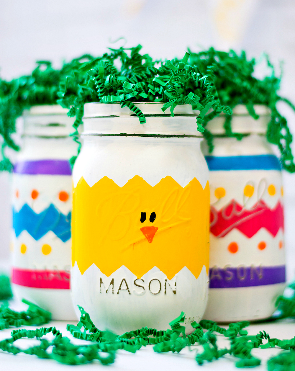 Mason Jar Craft for Easter: Painted Chick Mason Jar