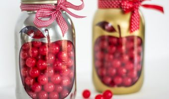 Apple Mason Jar Teacher Gift - Homemade Teacher Gift Ideas with Mason Jars @masonjarcraftslove.com