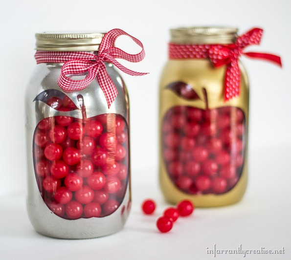 Apple Mason Jar Teacher Gift - Homemade Teacher Gift Ideas with Mason Jars @masonjarcraftslove.com