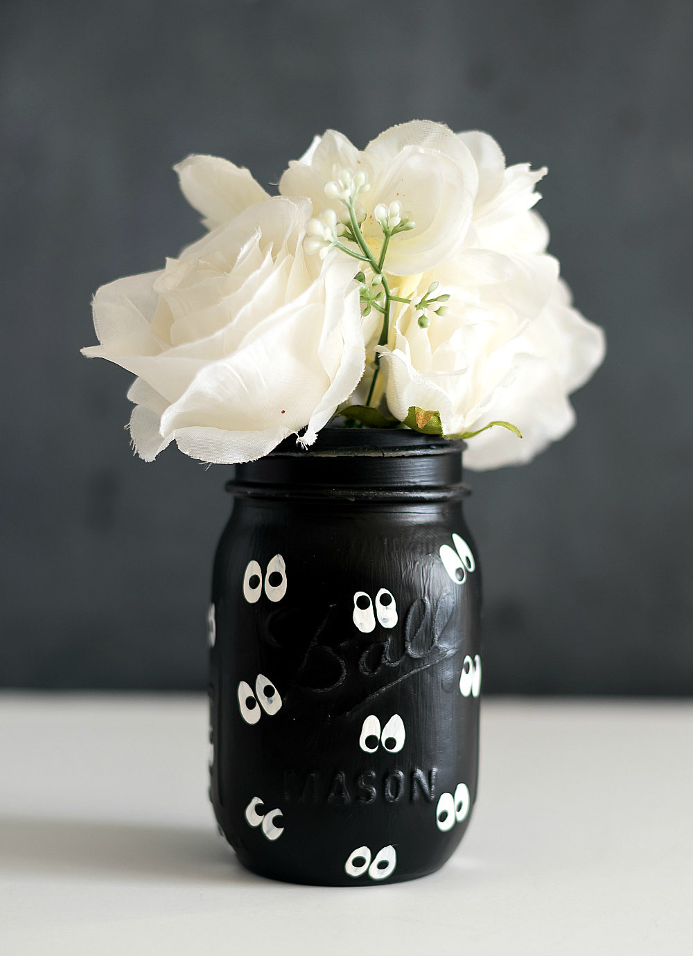 Google Eye Mason Jars for Halloween - Mason Jar Crafts Love