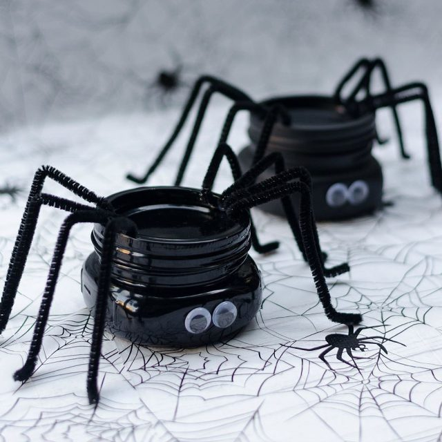 Spider masonjarcraft for halloween halloweencrafts masonjarcraftsforkids