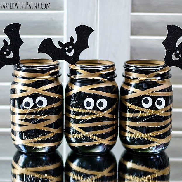Mummy masonjars halloweencraft