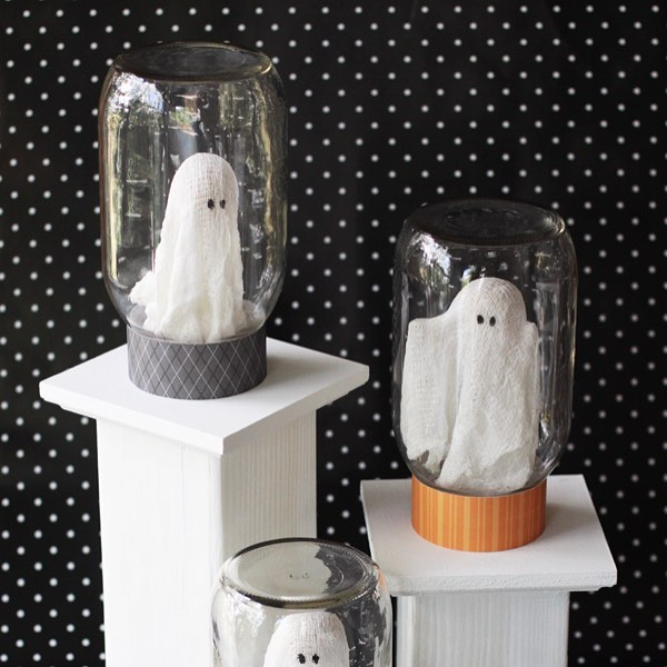 Ghosts in masonjars from landeelu halloweencrafts masonjarcrafts