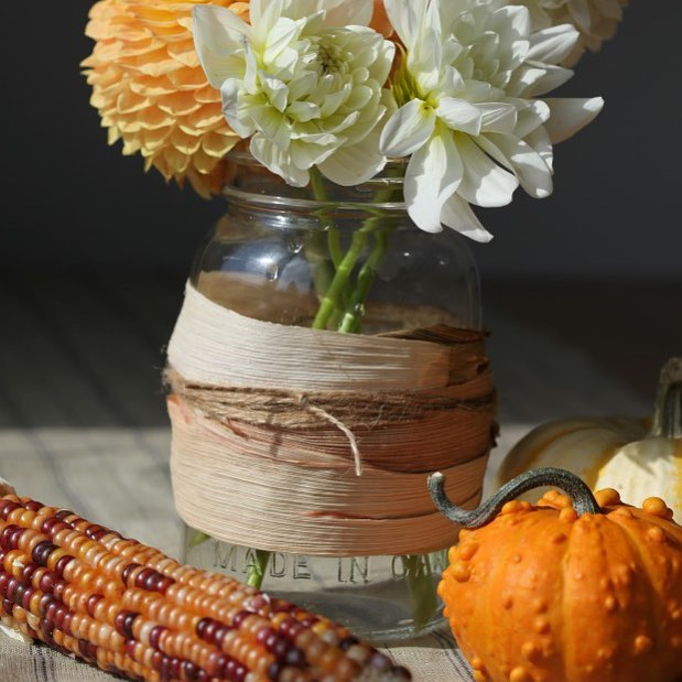 Corn husk wrapped mason jar for falldecor from gardentherapy masonjarcrafts