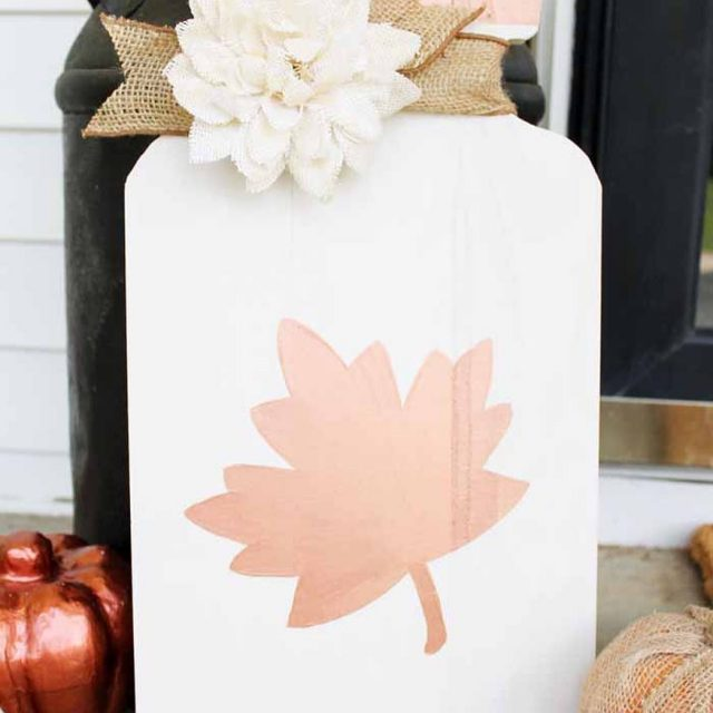 masonjar porch sign for Fall from countrychiccottage masonjarcraft falldecor