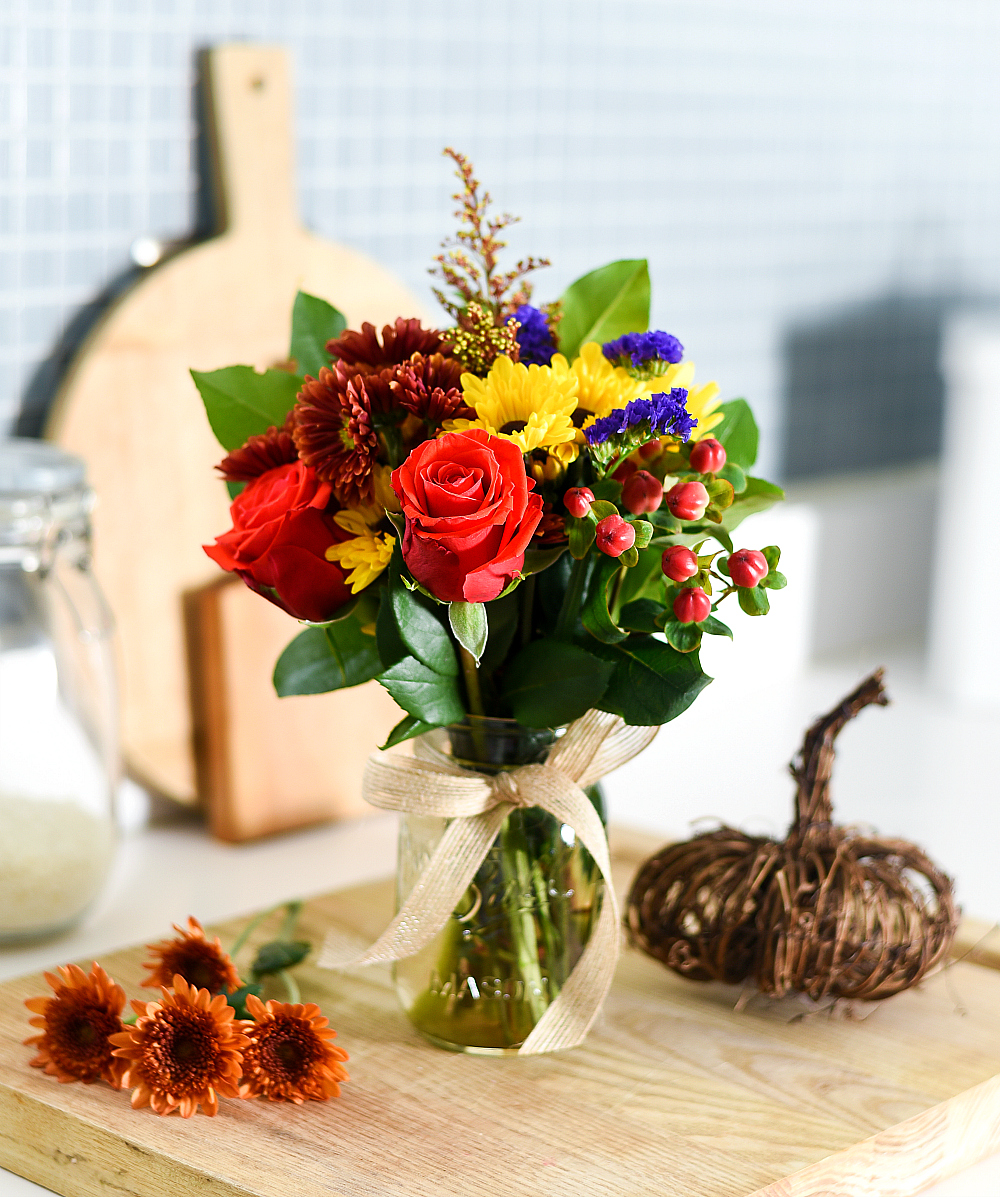 Fall Flower Arrangement in Mason Jar - Mason Jar Crafts Love