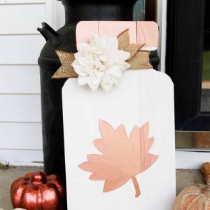 Mason Jar Fall Sign - Mason Jar Crafts for Fall - Fall Mason Jar Craft Ideas from @TheCountryChicCottage.net