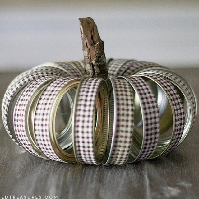 masonjar canning lid pumpkin from mountainmodernlife masonjarcrafts fallcrafts