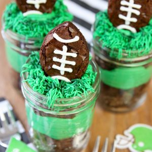Football-Party-Brownies-in-Mason-Jars