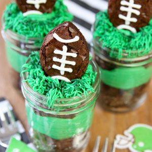 Football-Party-Brownies-in-Mason-Jars