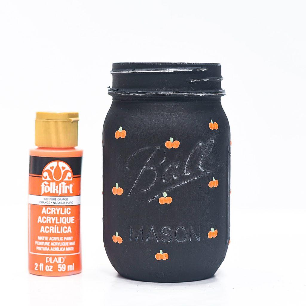 How to Paint Pumpkins on Mason Jars - Mason Jar Fall Craft
