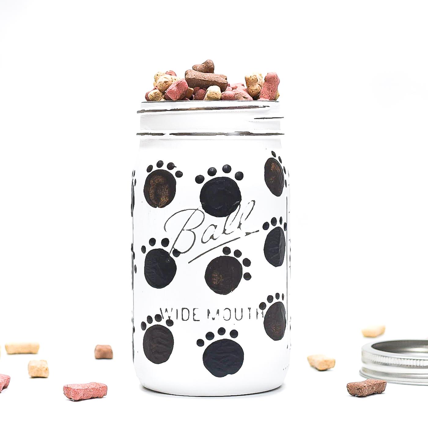 Dog Treat Mason Jar. Easy Painted Paw Prints on Mason Jar. Easy Dog Treat Jar Ideas with Mason Jars.